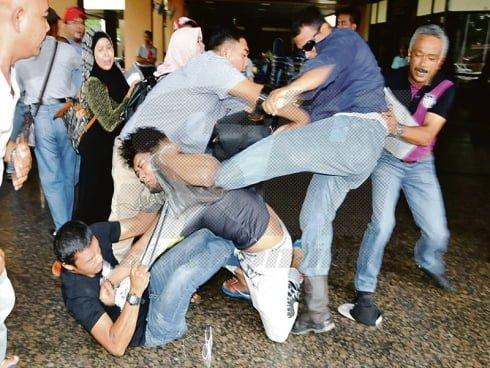 peniaga berebut semasa mohon tapak bazar ramadhan
